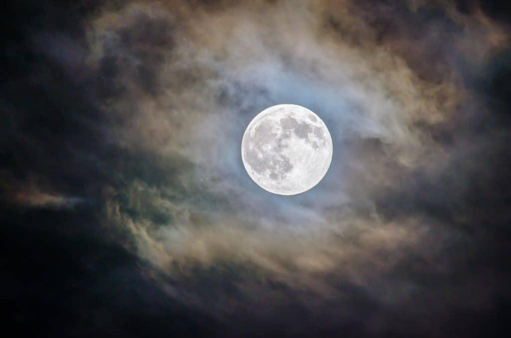 night ratri moon